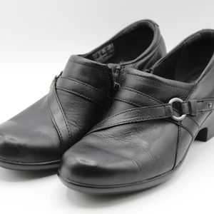 CLARKS Slip On Wome's Black Shoes Size 7M